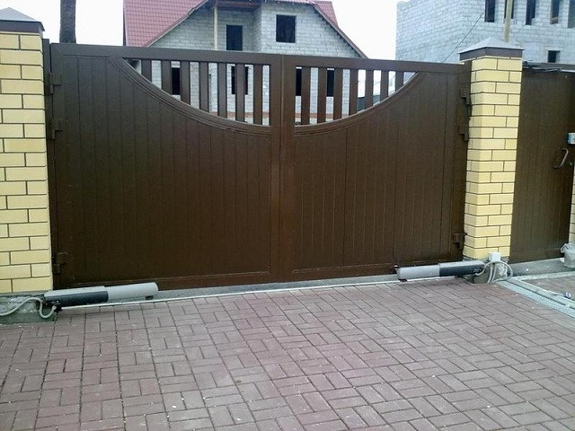 распашные ворота в Лобне