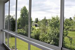 aluminievoe-osteklenie-balkona2
